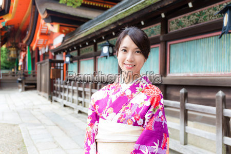 japanese woman wearing kimono at temple