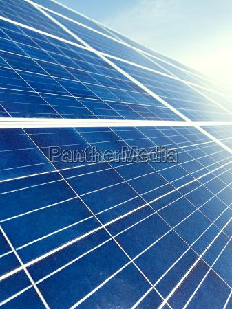 solarpanel textur unter blauem himmel