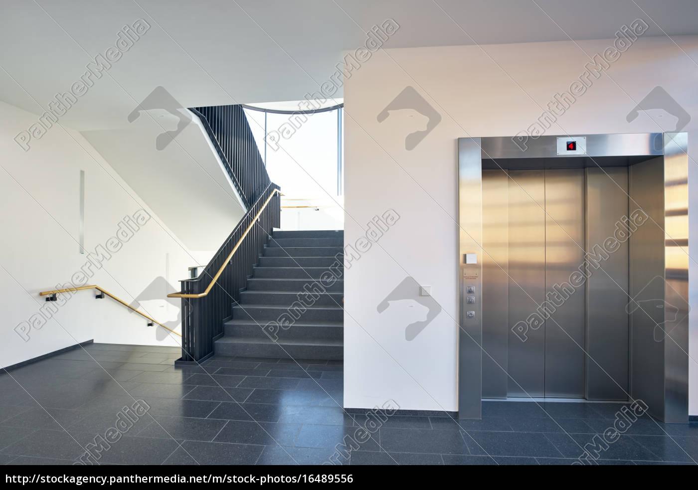 Häufig Treppenhaus modern Gebäude Fenster Aufzug - Lizenzfreies Foto UQ08
