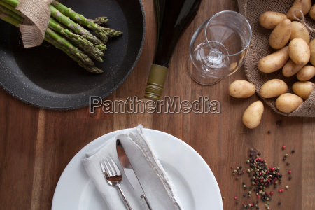 asparagus with potatoes and wine