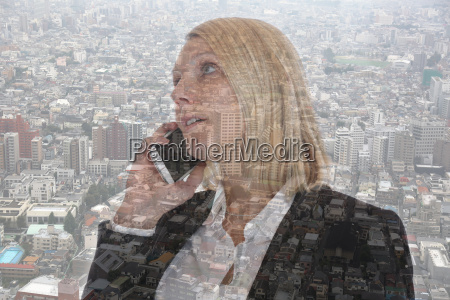 geschaeftsfrau mit smartphone telefonieren business frau