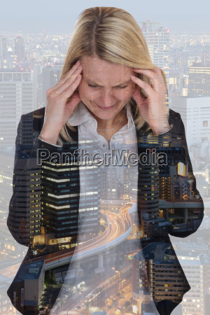 business frau geschaeftsfrau stress kopfschmerzen burnout