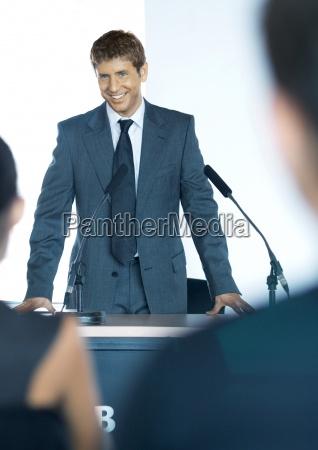 frau reden redend redet gesprochen sprechen