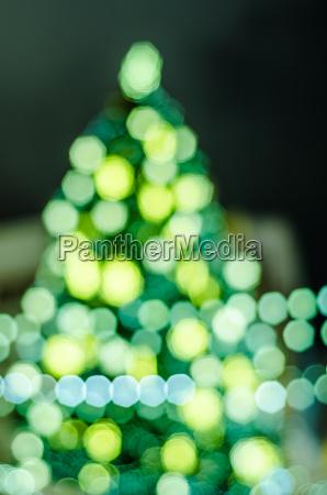 geschmueckte weihnachtsbaum abstrakte verschwommene lichter hintergrund