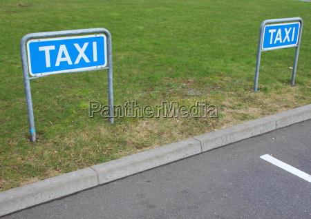 blau freisteller baum sommer sommerlich taxi