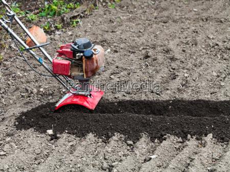 werkzeug agrar landwirtschaftlich garten bett boden
