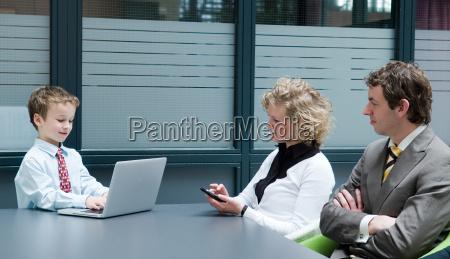 buero arbeitsplatz deal geschaeft business geschaeftsleben