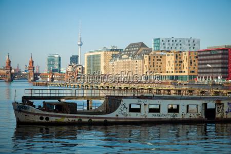 verlassene alte boot auf der spree