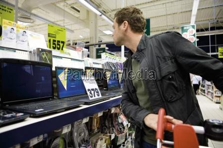 man kauft fuer laptop computer