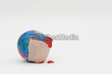 adhesive bandage tropft blut um kugel