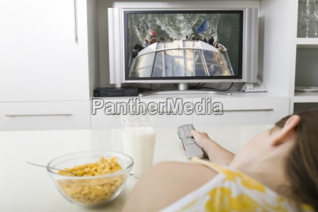 watching television while having breakfast