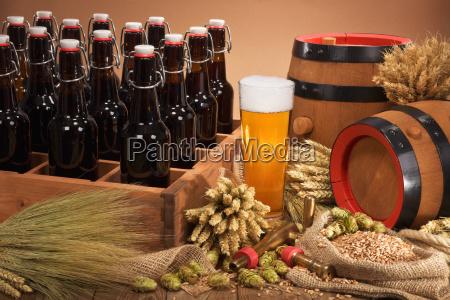 biertraeger mit bierglas