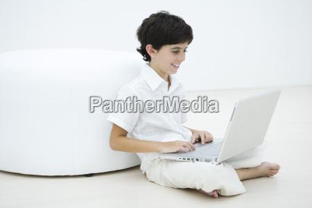 laptop notebook computer lachen lacht lachend