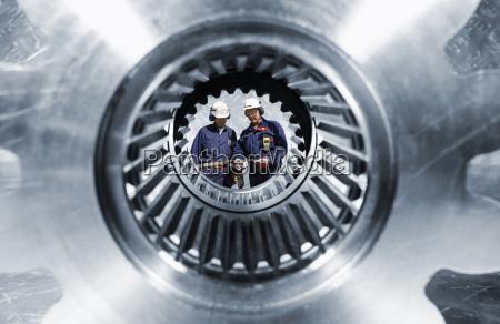 engineering und grosse zahnraeder und getriebe
