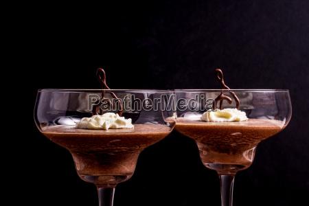 schokoladenmousse in einem glas serviert