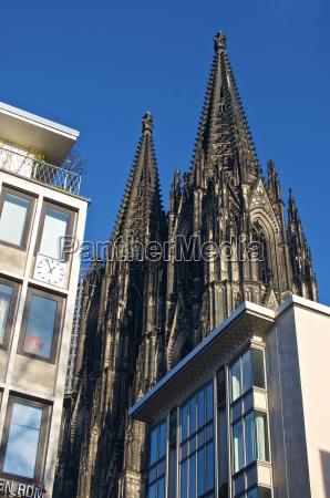 fahrt reisen religion kirche dom gegensatz
