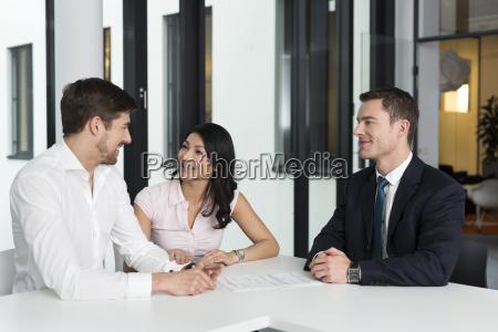 frau gespraech reden redend redet gesprochen