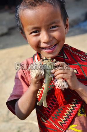 kleines kind in nagaland indien