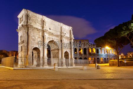 konstantinsbogen mit colloseum rom