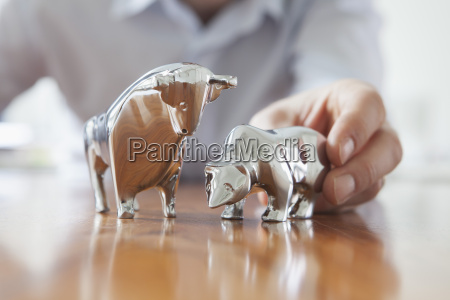 miniature sculptures of bull and bear