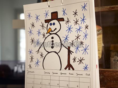 januar seite des kalenders mit kinderzeichnung