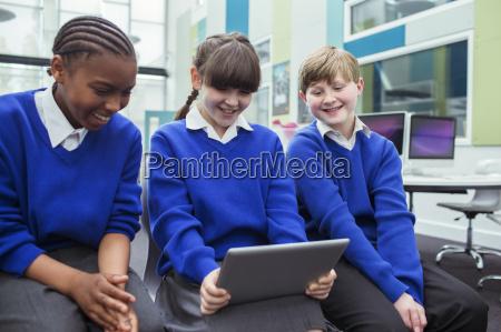 primaere kinder schule blau schuluniformen die