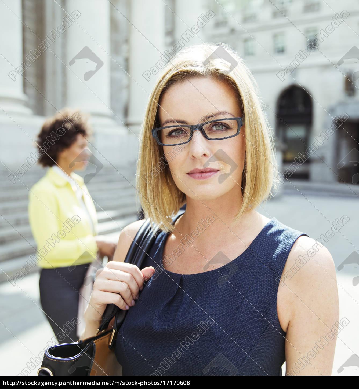 businesswoman, standing, in, city - 17170608