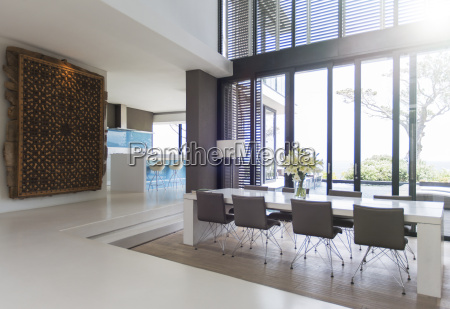 view of luxurious dining room with