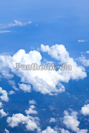 blauer himmel und wolken aus dem