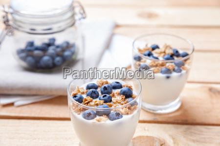 nahrhaft und gesund joghurt mit heidelbeeren