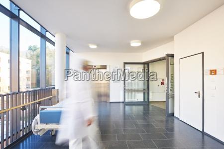 flur arzt krankenhaus aufzug tuer bett