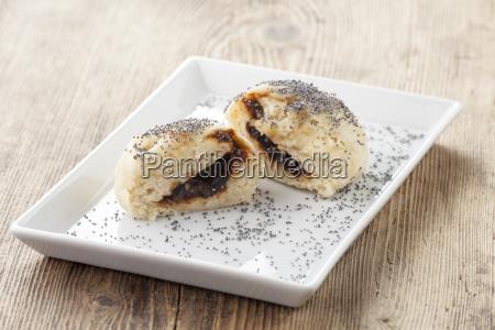 oesterreichische germknoedel mit marmelade