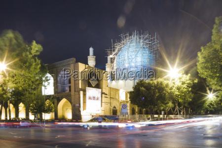 iran isfahan blick auf beleuchteten madrassa