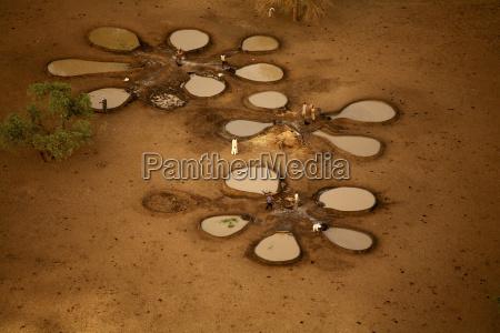 tschad zakouma nationalpark brunnen fuer tiere