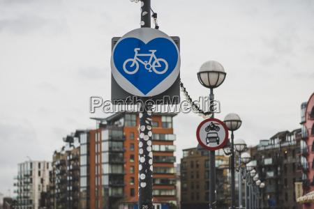 united kingdom england london sign bikeway