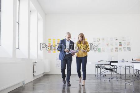 kaufmann und mitarbeiter im buero studium
