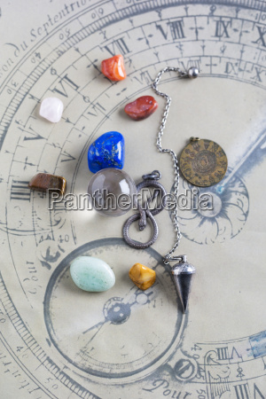 halbedelsteine pendel pendel und kristallkugel auf