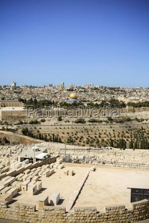israel jerusalem stadtbild mit friedhof und