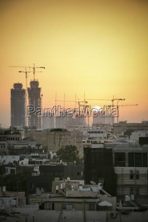 israel tel aviv stadtbild mit kraenen