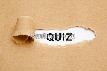 quiz torn paper konzept