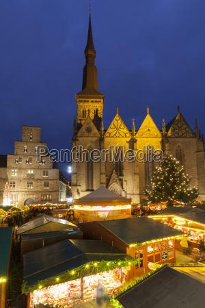 deutschland osnabrueck weihnachtsmarkt wiegenhaus und marienkirche