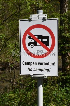 verkehrszeichen schild tafel zeichen verbot campieren
