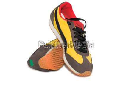 sportschuhe herren sneakers auf weissem