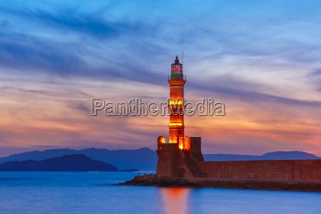 leuchtturm bei sonnenuntergang chania kreta griechenland