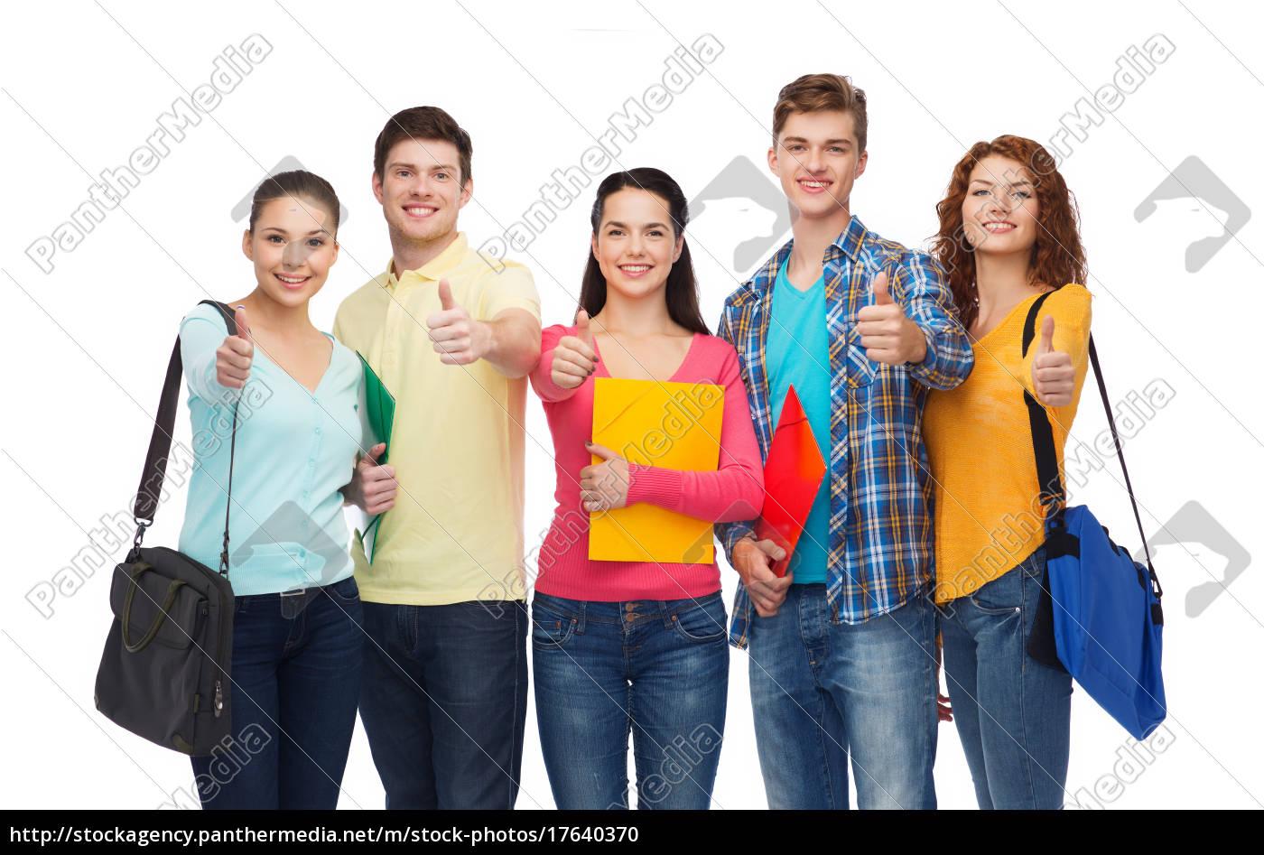 gruppe, lächelnder, teenager, zeigt, daumen, hoch - 17640370