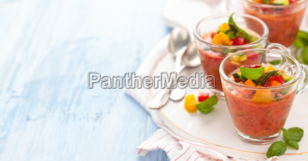 gazpacho suppe in tassen