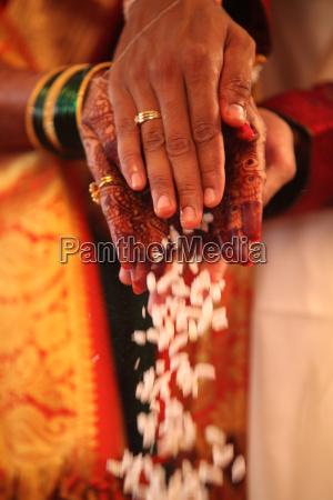 groom bride ritual