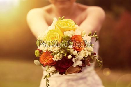 hochzeit bouquet auf die braut