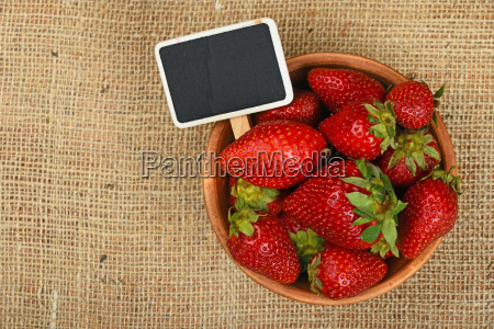 strawberry in bowl and price sign