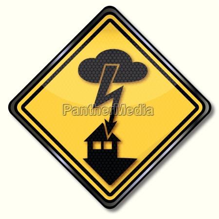 warnzeichen stromschlag und versicherungsschaden durch blitze
